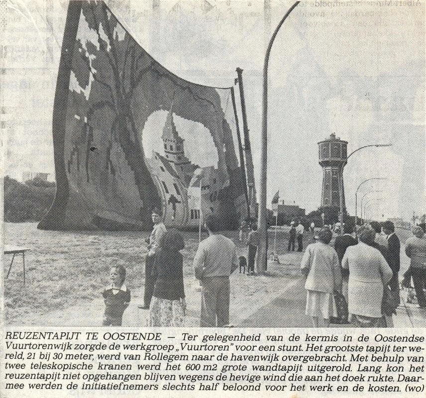 krantenknipsel met foto van het wandtapijt